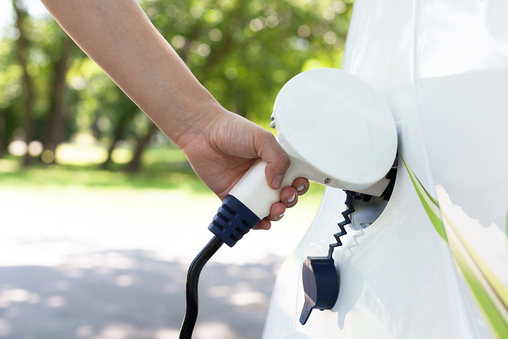 Electric vehicle quick - charging station